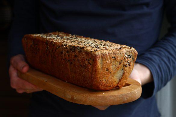 Przepis na drożdżowy chleb bezglutenowy z siemieniem lnianym