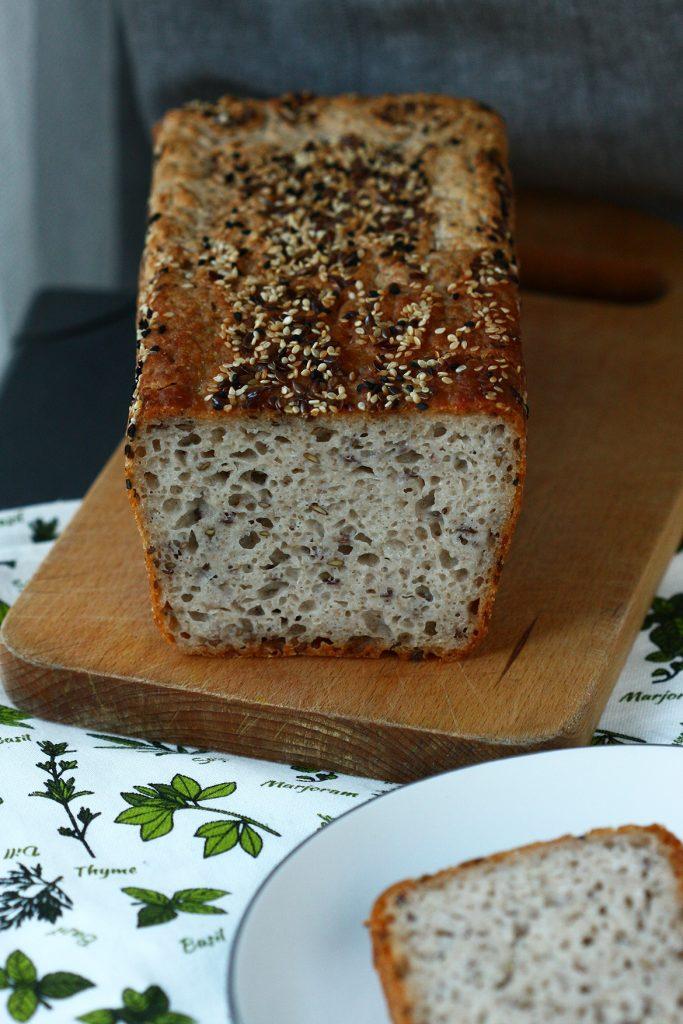 Przepis na bezglutenowy chleb na drożdżach z siemieniem lnianym