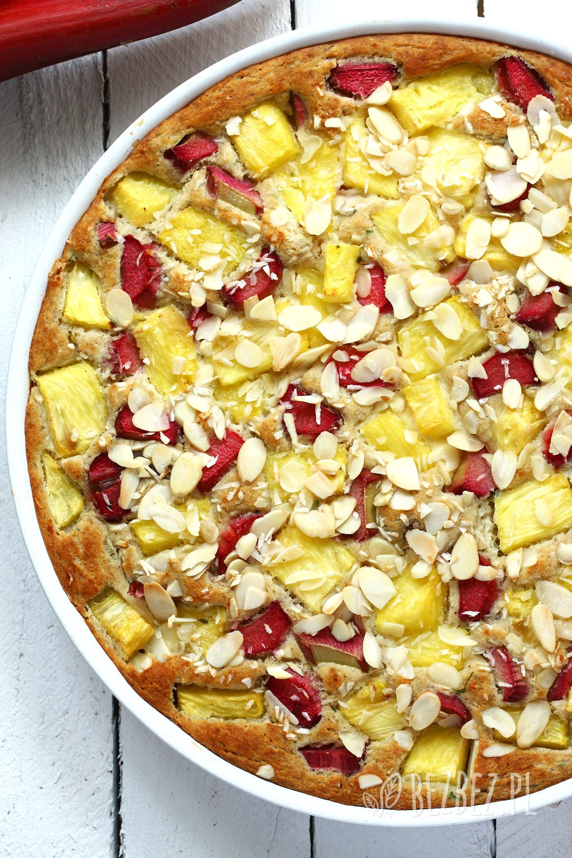 Cytrynowo-rozmarynowe ciasto z rabarbarem i ananasem , bez glutenu, jajek i mleka