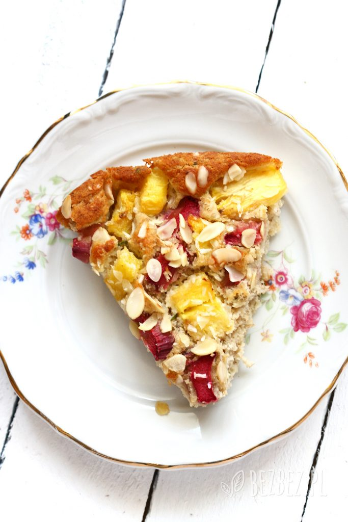 Ciasto z rabarbarem, ananasem, cytryną i rozmarynem