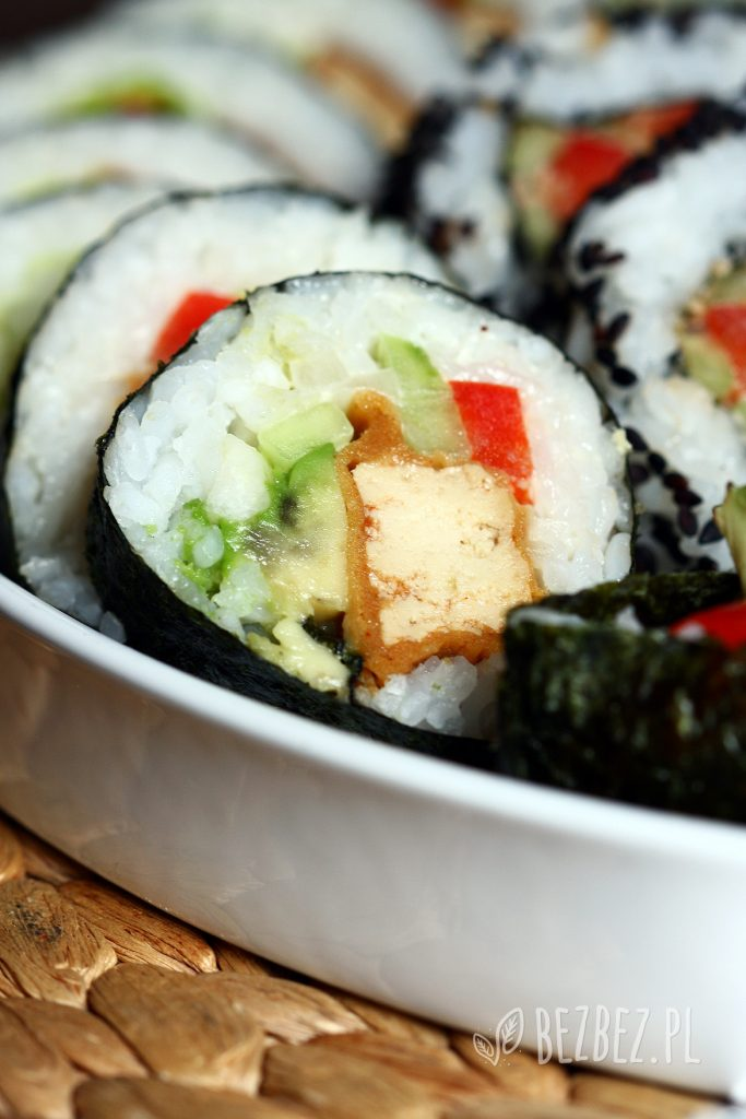 Wegańskie sushi z panierowanym tofu