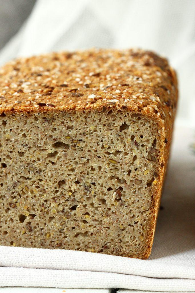 Bezglutenowy chleb pełnoziarnisty z mąką teff