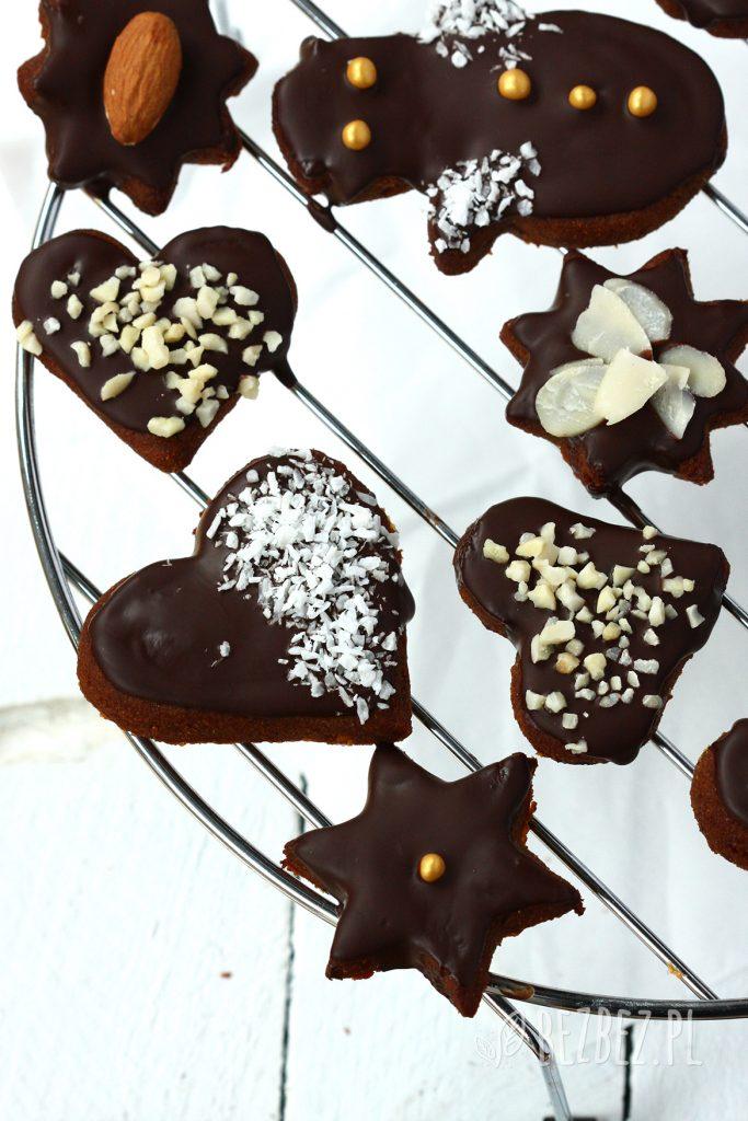 Miękkie pierniczki bezglutenowe z czekoladowa polewą i bakaliami