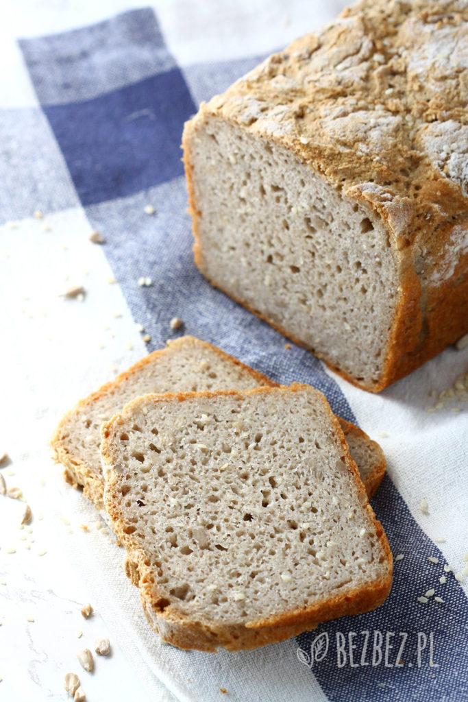 Bezglutenowy chleb gryczano-ryżowy z ziarnami
