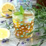 Domowa mrożona herbata z lawendą i rumiankiem