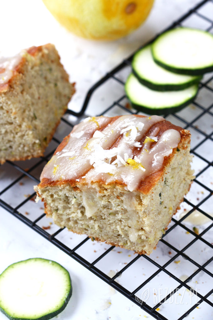 bezglutenowe ciasto cytrynowe z cukinią bez mleka i cukru