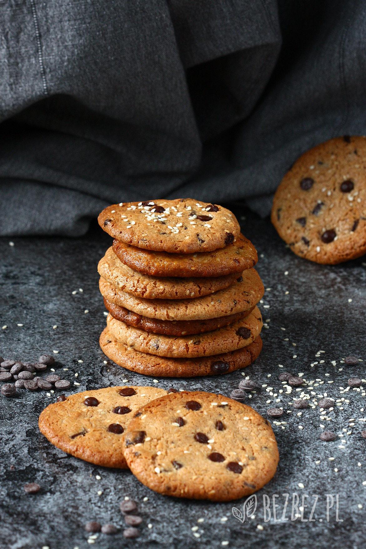 wegańskie i bezglutenowe ciasteczka sezamowe z czekoladą