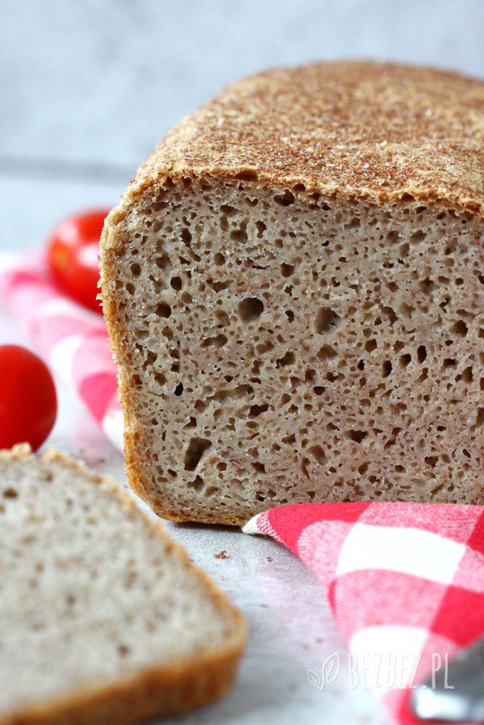 Chleb bezglutenowy z mąką i płatkami tef