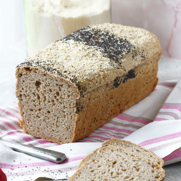 Bezglutenowy chleb ryżowo-owsiany bez jajek i nabiału