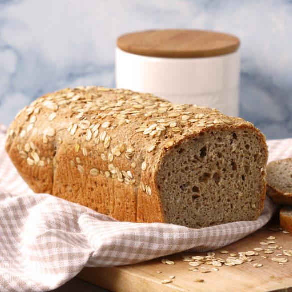 Wegański chleb bezglutenowy z płatkami owsianymi i komosą ryżową