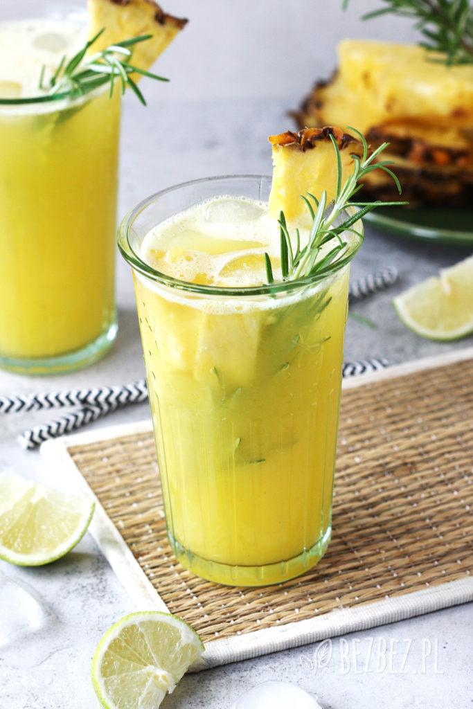 Lemoniada ananasowa z rozmarynem