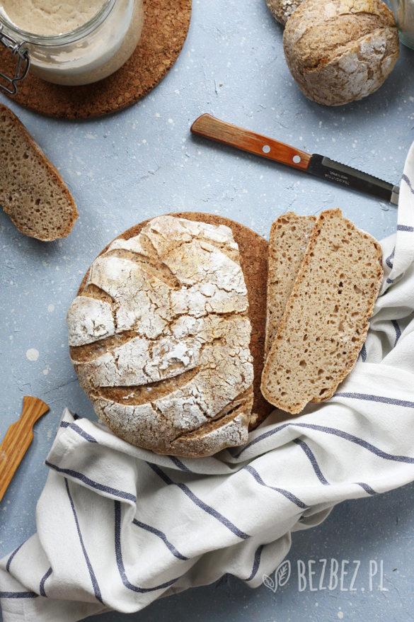 Chleb bezglutenowy na zakwasie pieczony w garnku lub naczyniu żaroodpornym