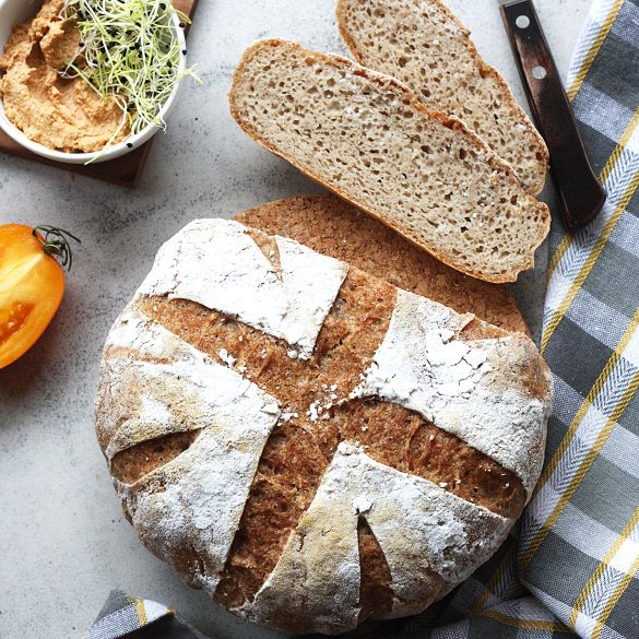 Drożdżowy chleb bezglutenowy pieczony w garnku