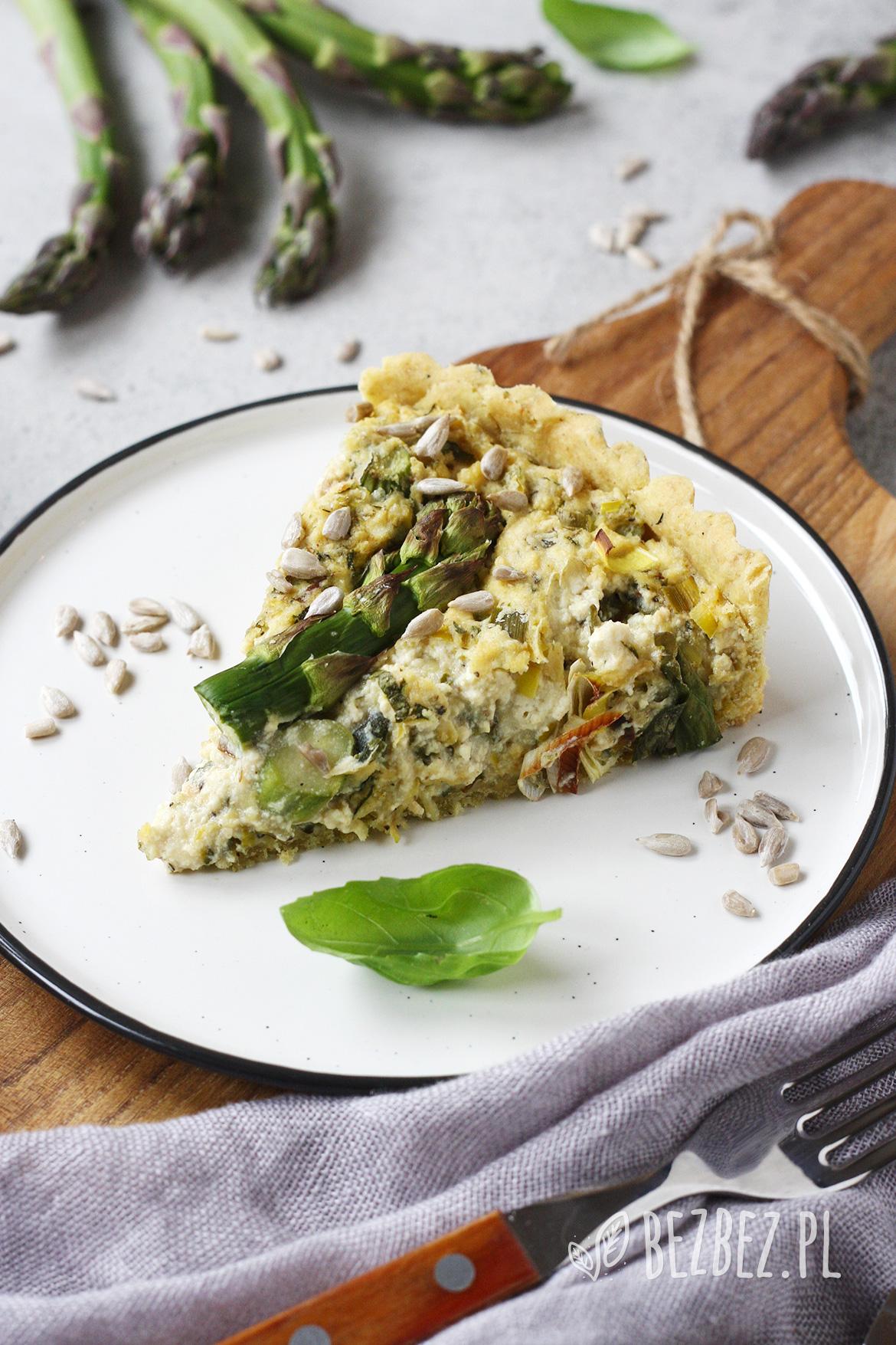 Bezglutenowa tarta ze szparagami i tofu (bez jaj i nabiału)