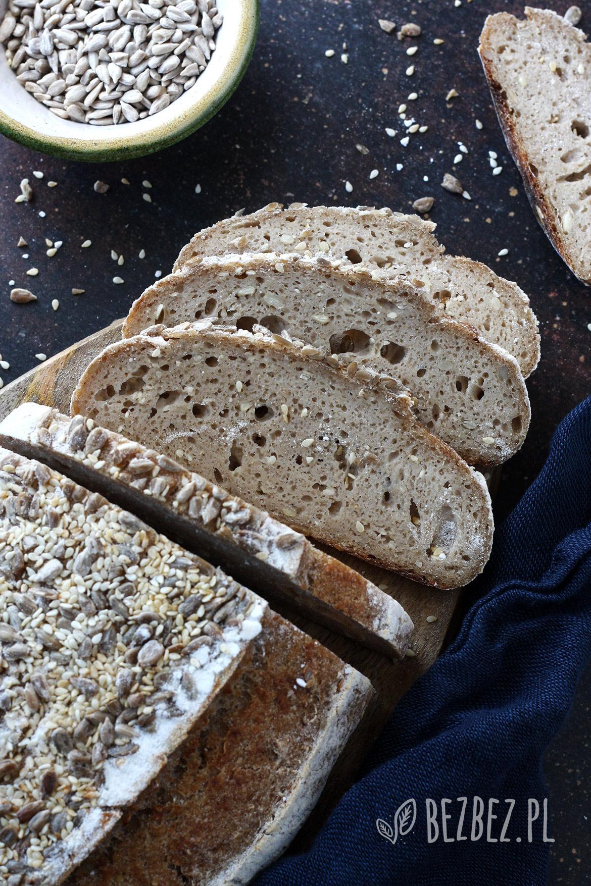 Chleb bezglutenowy na zakwasie z ziemniakiem i ziarnami (bez owsa) pieczony w naczyniu