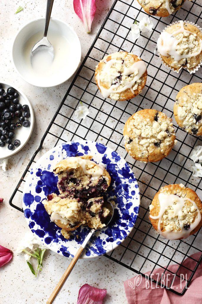 Bezglutenowe muffinki z jagodami i kruszonką bez jajek i mleka