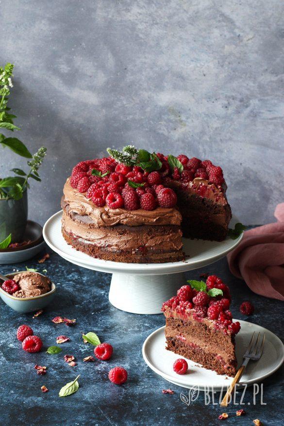 Bezglutenowy tort czekoladowy z malinami (wegański)
